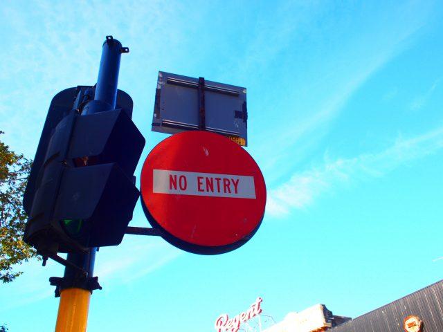 NO ENTRYの標識