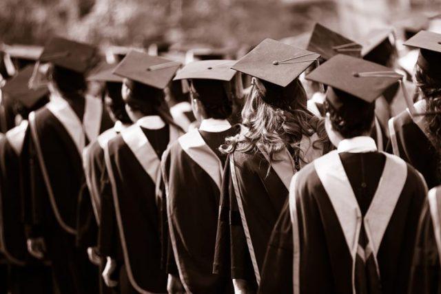 海外の大学卒業
