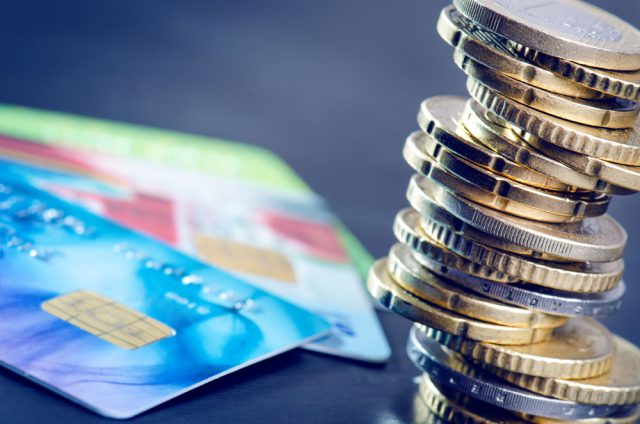 銀行口座と現金の使い分け