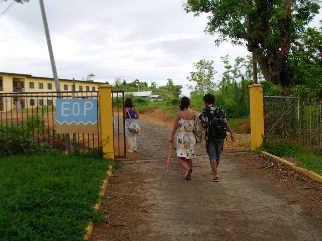 フィジー語学学校≪South Pacific Free Bird≫ラウトカ校の入口門