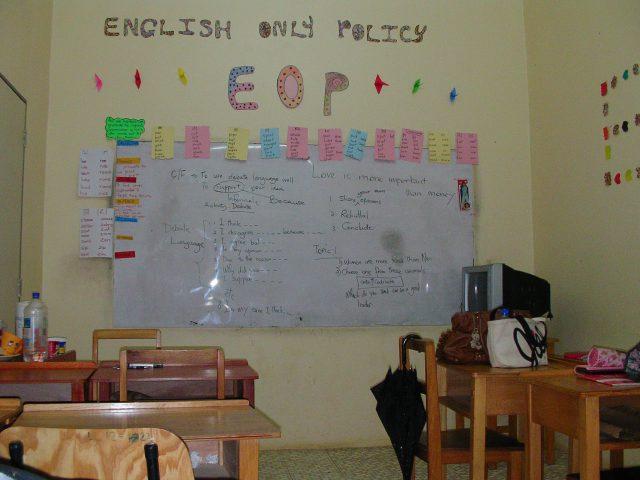 フィジーの語学学校の教室内