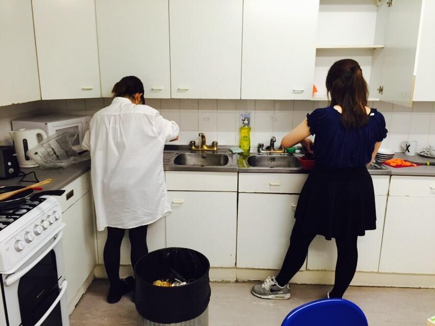 フラットのキッチン