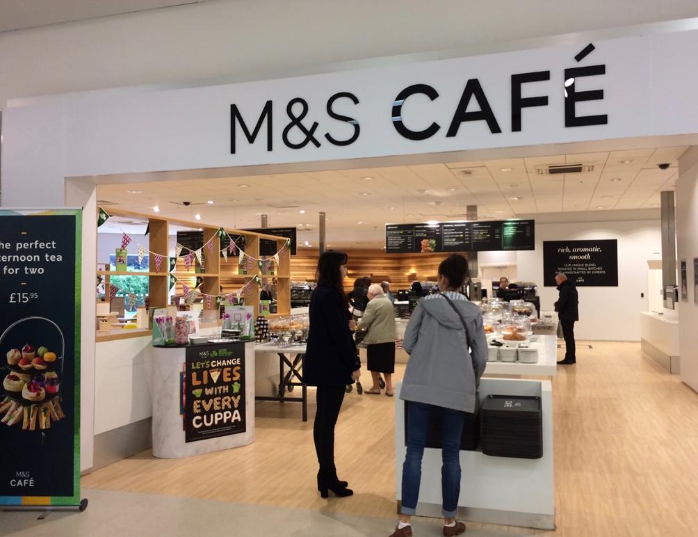 イギリスのスーパー、マークス アンド スペンサーのカフェ