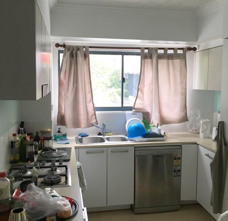 オーストラリアのシェアハウスのキッチン