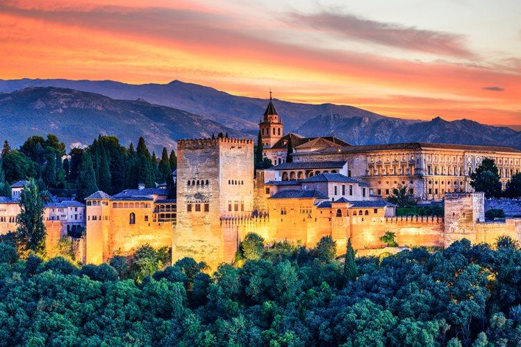 スペインのアルハンブラ宮殿の夕日