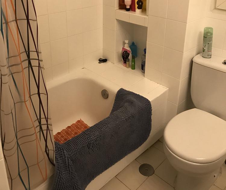 スペイン ピソのバスルーム