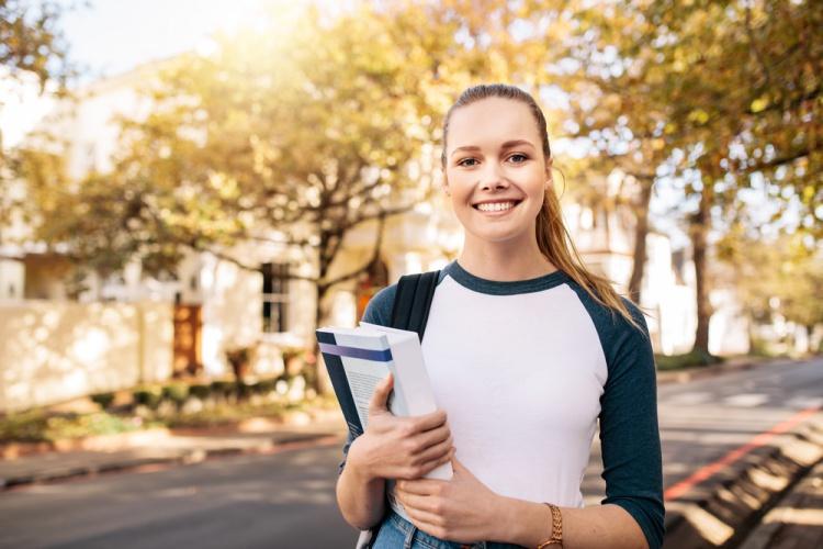 夏休みに留学しよう!高校生・大学生対象、留学奨学生プログラム募集開始!