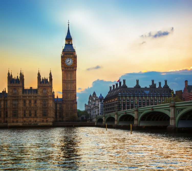 イギリス留学にかかる費用はどのくらい?奨学金はもらえる?
