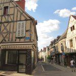 フランス ブールジュ留学 – 中世の雰囲気のこる芸術の街でアートを極める