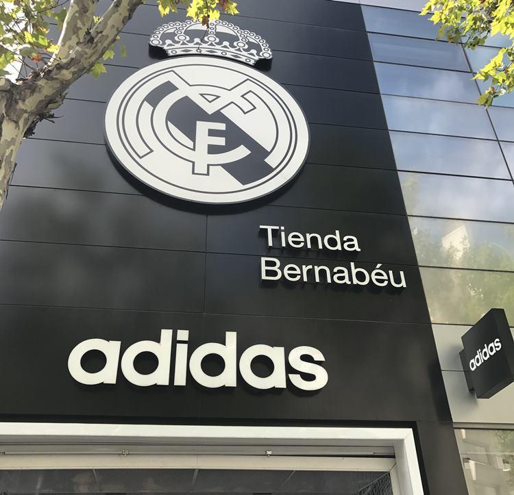 スペインのサッカーグッズショップ
