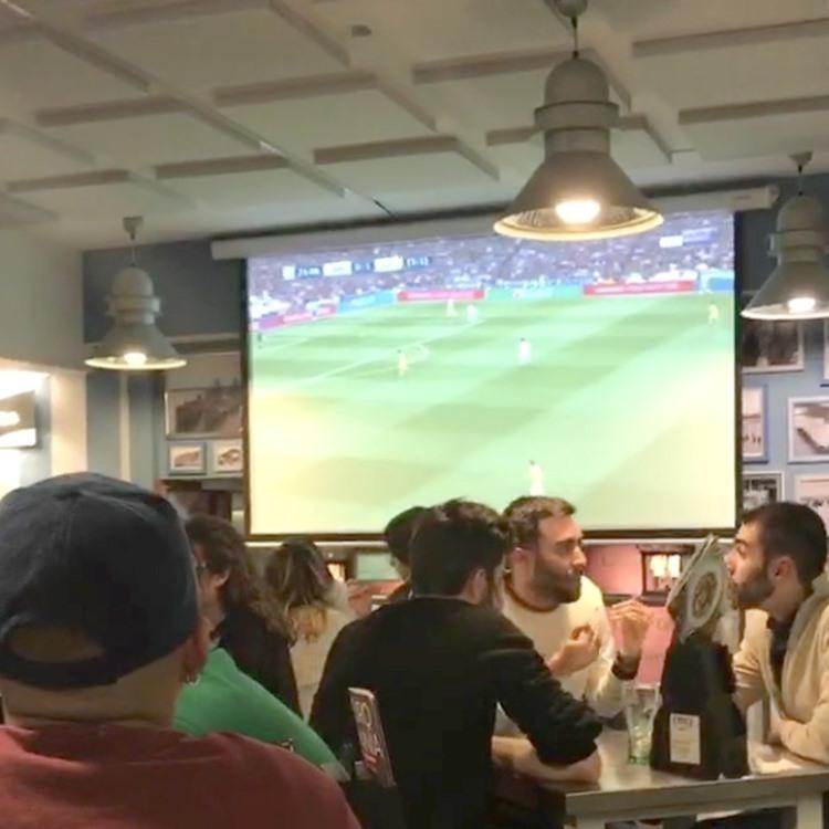 スペイン バルでのサッカー観戦