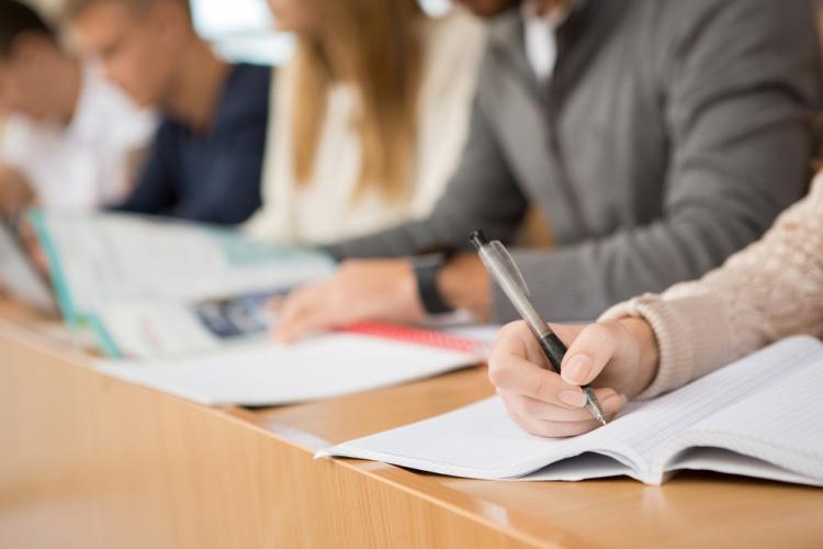 海外の語学学校でケンブリッジ英語検定対策コースで試験に備えよう!
