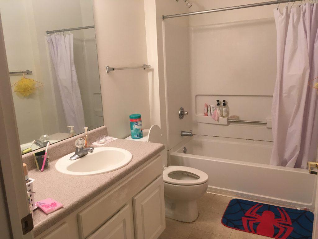 寮のバスルーム