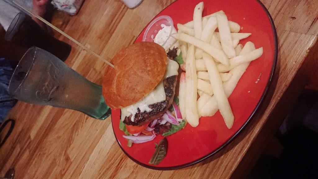 ニュージーランドのレストランHotel Bristolのバーガー