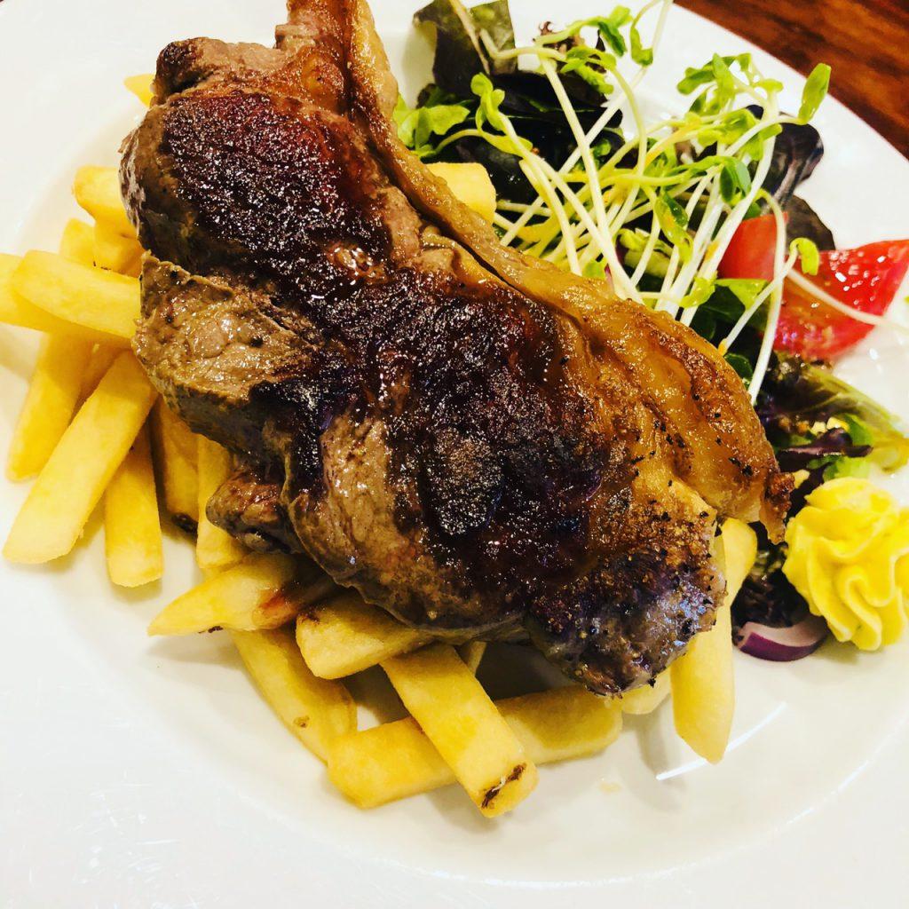 ニュージーランドのレストランHotel Bristolのお肉料理