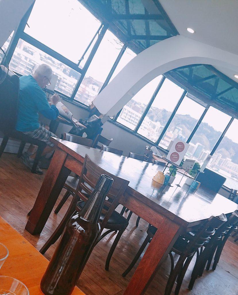ニュージーランドのカフェBoat Caféの店内