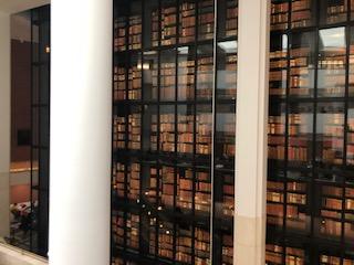 イギリス 大英図書館の棚