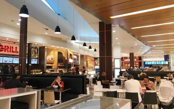 ニュージーランドのショッピングセンターSylvia Parkのフードコート