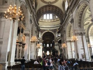 イギリス セントポール大聖堂の内観
