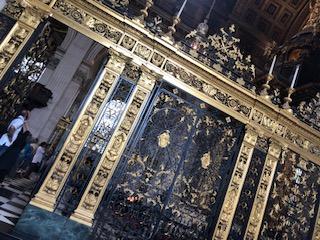 イギリスのセントポール大聖堂のステンドグラス