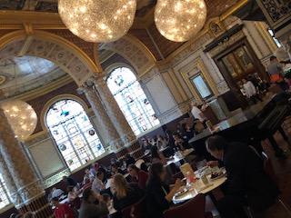 イギリス ロンドンのヴィクトリア&アルバート博物館のレストラン