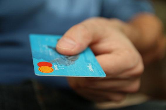 留学中、クレジットカードで外貨両替