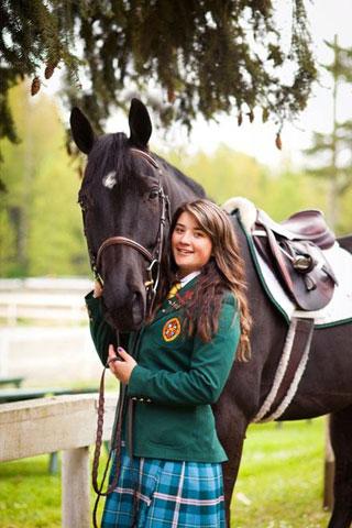 Queen Margaret's School(クイーン マーガレット スクール)の乗馬プログラム