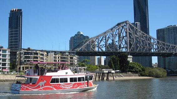 オーストラリア ブリスベンのCity Hopper(赤色のフェリー)
