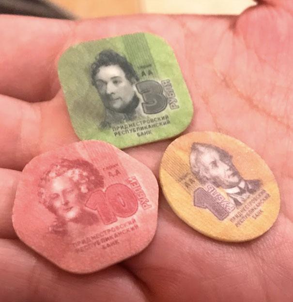 プラスチックで出来た沿ドニエストル共和国の通貨