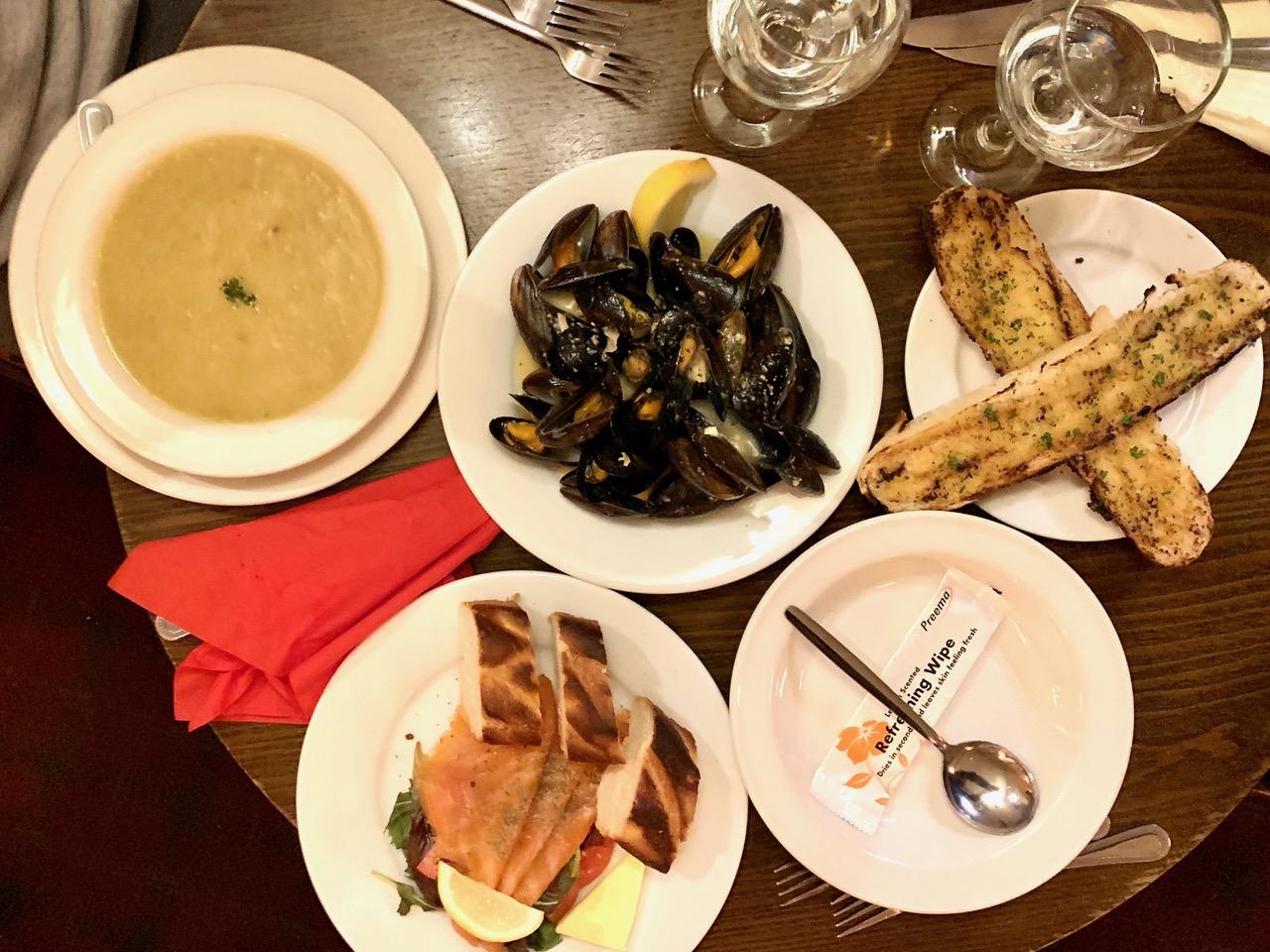 スコットランドの人気料理ムール貝のワイン蒸し