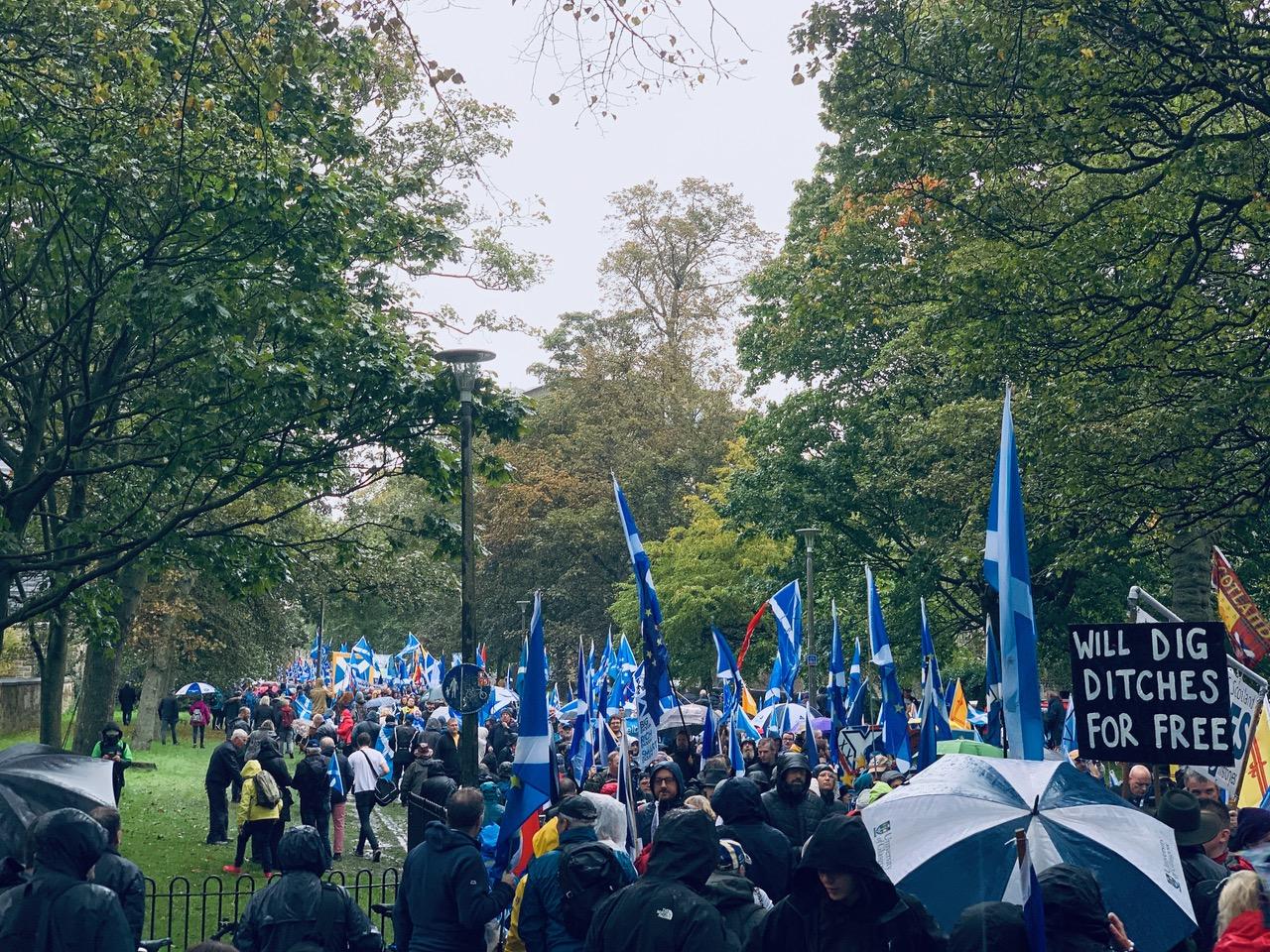 スコットランド独立運動マーチのデモ行進