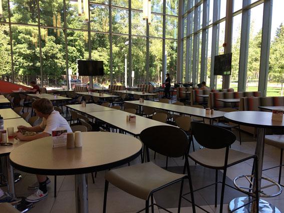 アメリカの大学の食堂