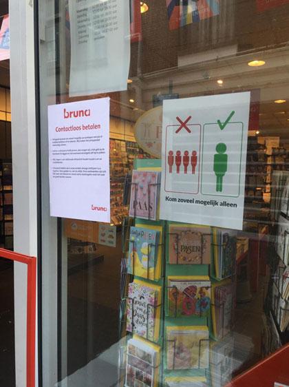 オランダ コロナウイルス 書店の張り紙
